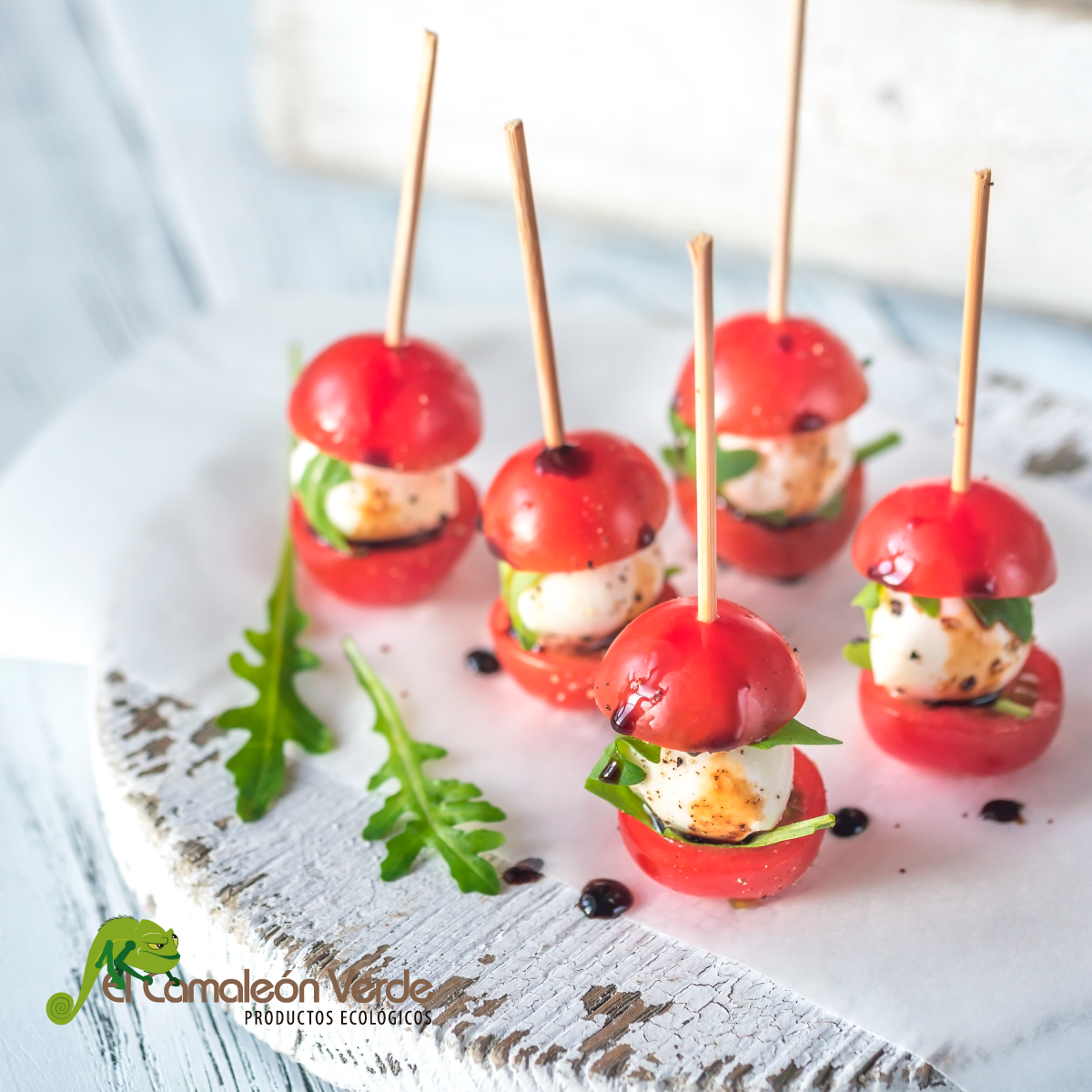 Brochetas de tomate cherry caprese